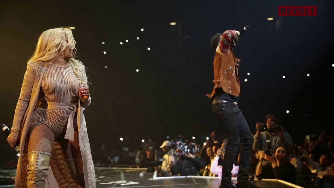 "Desiigner Performs ""Panda"" On Stage With Lil Kim 