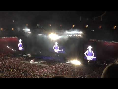 Kansas City Crowd Shows Chiefs Kingdom at Kenny Chesney Concert