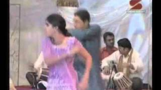 Sindhi Abani Boli- Sindhi Song by Zamin Ali and Renu.flv