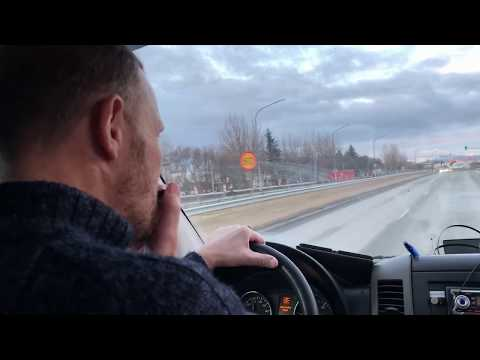 TourGuide's musical Performance while he is driving in Reykjavik, is it legal ?