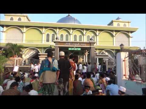 tradisi sholat ied warga desa ambulu, losari, cirebon, 1 syawal 1437 hijriyah.