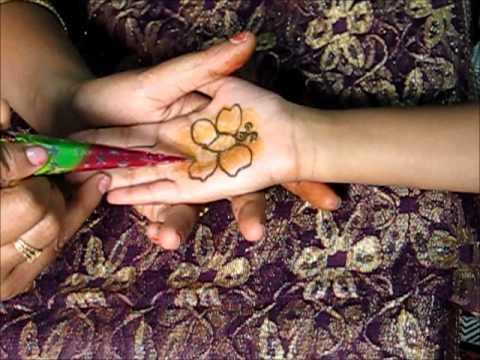 Mehndi Henna Butterfly : Applying henna mehndi on kids design butterfly youtube