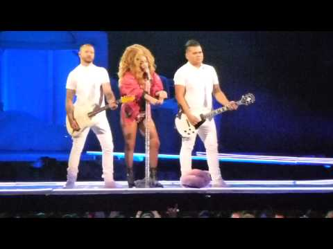 Lady Gaga - Brooklyn Nights & MANiCURE (Live in Melbourne)