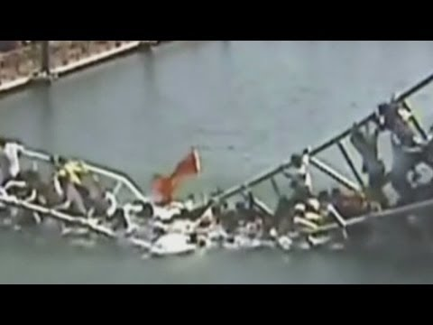 Shocking footage of a packed bridge collapsing in China