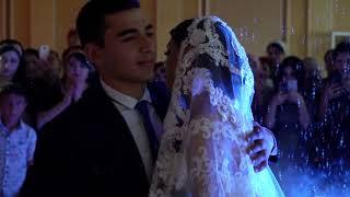 Брат поет на свадьбе сестры, очень трогательно.