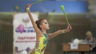 Художественная гимнастика  Юная гимнастка классно выступает(Художественная гимнастика Юная гимнастка классно выступает. Соревнования девочек гимнасток. Подписывайт..., 2015-10-23T08:03:23.000Z)