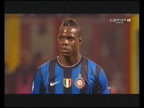 Mario Balotelli insulta pesantemente il pubblico interista in Inter 3-1 Barcellona