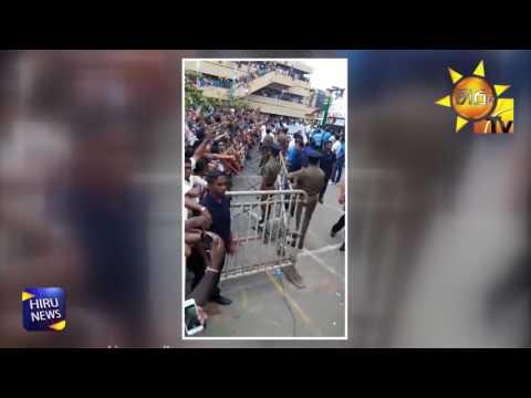 Mahinda Rajapaksa arrives after first sending his dummy to Nugegoda Rally