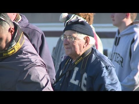 93-year old photographer still taking pictures at Yale games