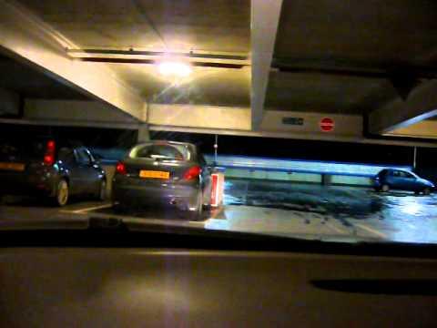 Попытка выбраться с парковки торгового центра LOL!!