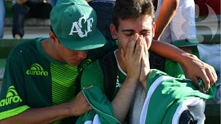 Chapecoense fans mourn plane crash victims at football stadium