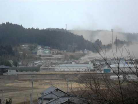 南三陸町志津川高校から見た津波の様子 Tsunami attacking in Minami-Sanriku