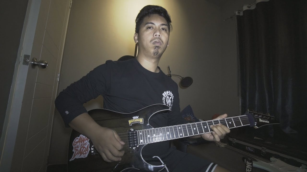 playing tornado of souls solo without looking at the fretboard.