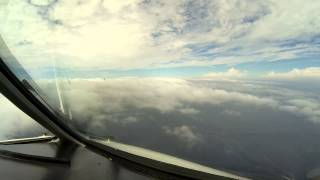 Pilot's view - *UNCUT VERSION* of approach to Chicago O'Hare ORD from Lufthansa Cargo MD-11 cockpit