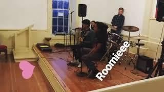 Iqbaal dhiafakri nyanyi bersama teman-temannya di USA