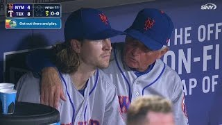 NYM@TEX: Collins talks to deGrom in the dugout