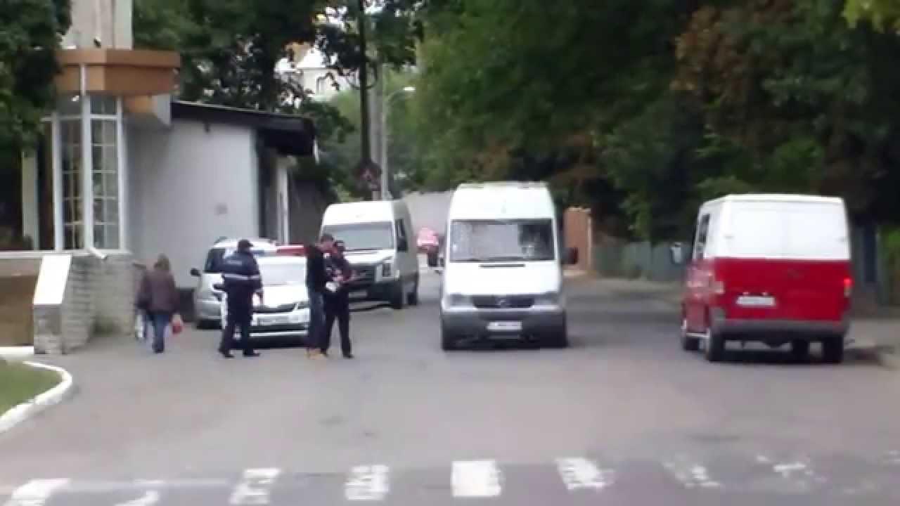 Poliția patrulare pîndește de după colț