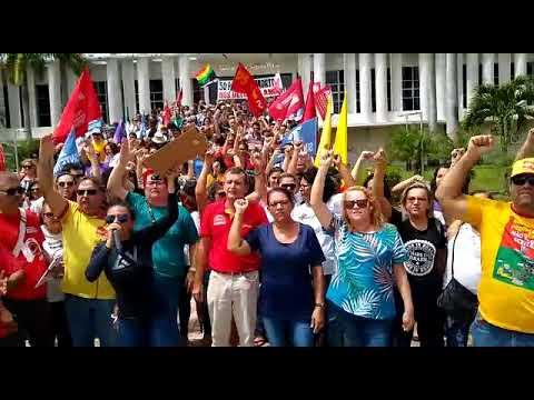 Servidores do RN ocupam rampa da Governadoria em protesto