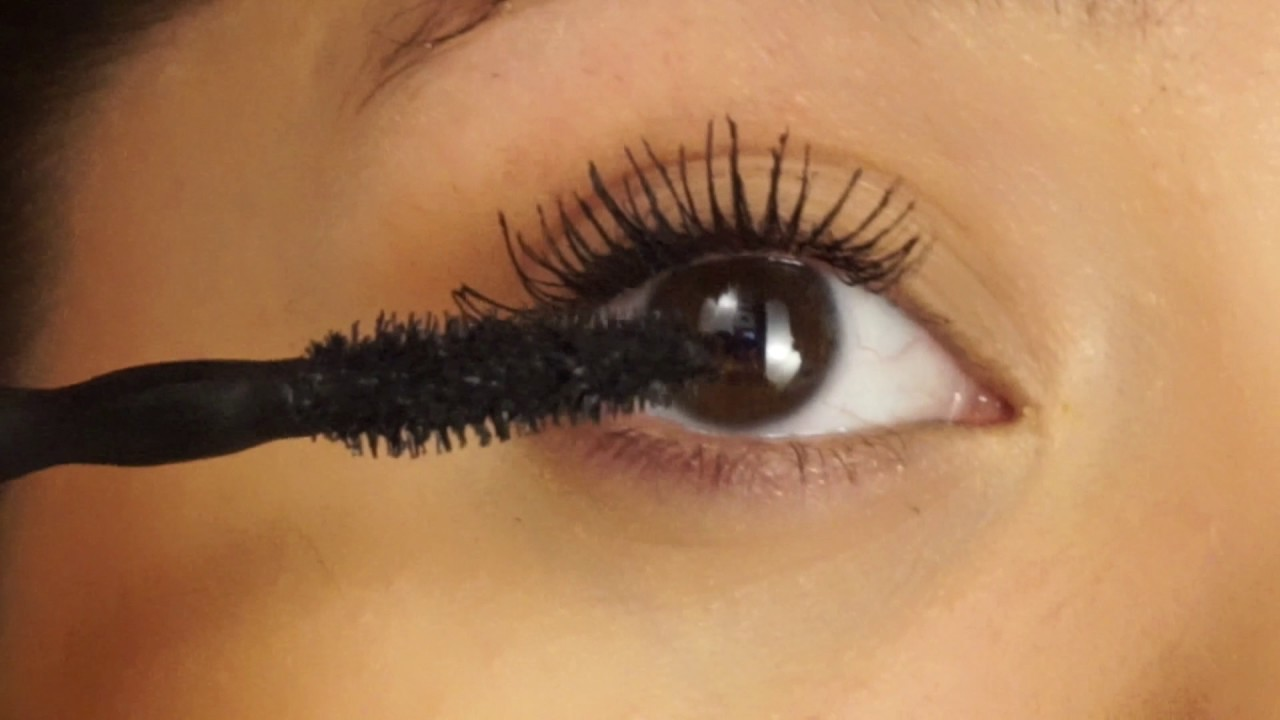 Volum' Express The Colossal Big Shot Washable Mascara by Maybelline #15