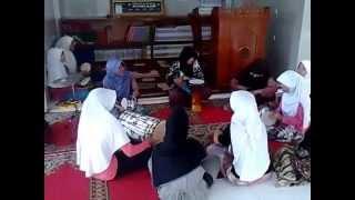 Marawis Santri Putri Pondok-Pesantren Tahfizh Qur`an Assalaam