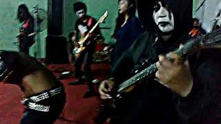 "INNALILLAHI (symphony blackmetal) ""Bayangan Kematian"" live in tulungagung"