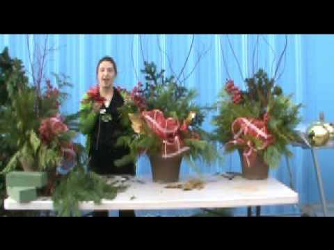 How to make a christmas urn using live greens youtube how to make a christmas urn using live greens solutioingenieria Gallery