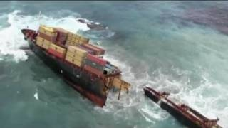 Stricken cargo ship breaks up off New Zealand