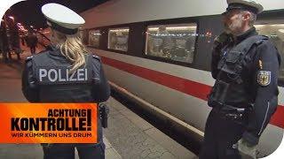 Stress am Bahnsteig: Fußballfans randalieren im Zug! | Achtung Kontrolle | kabel eins