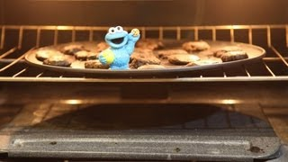 Cookie Monster Bakes Cookies and Bakes In The OVEN! Sesame Street Play Doh Play dough