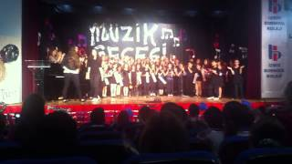Efe'den melodikayla Bornova Koleji Marşı