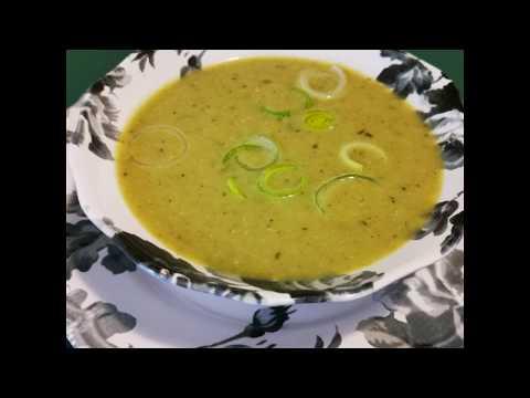soupe-de-poireaux---pommes-de-terre---épices,-herbes-aromatiques,-régal-velouté-facile-et-économique