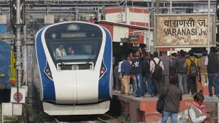 Grand arrival of Vande Bharat express at Varanasi on first commercial run