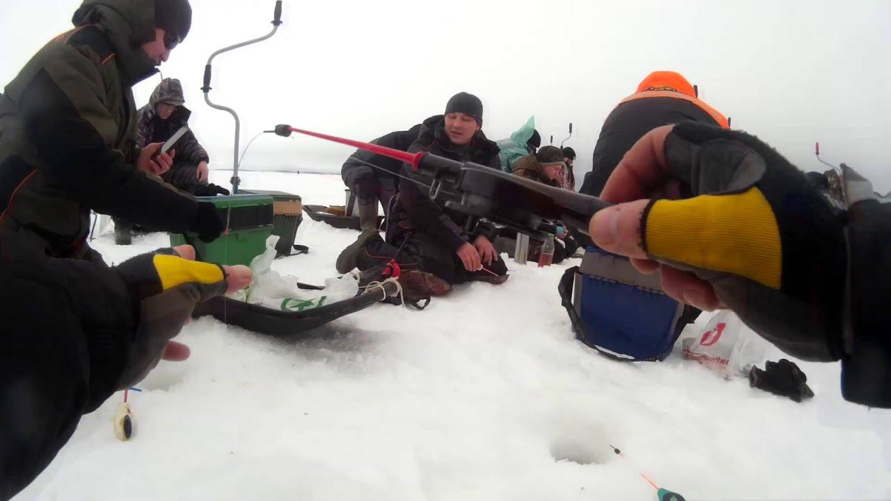 трудовая рыбалка.Видео отчет с Волги от 3 марта 2016 г