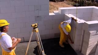 Видео строительства из газобетонных блоков.(В данном видео кратко показаны нюансы строительства из газобетона, которые необходимо соблюдать., 2015-10-22T12:48:48.000Z)