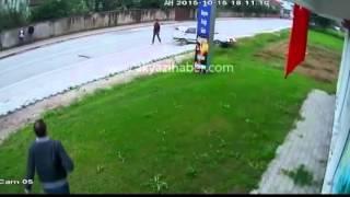 Akyazı da meydana gelen trafik kazası güvenlik kameralarına böyle yansıdı
