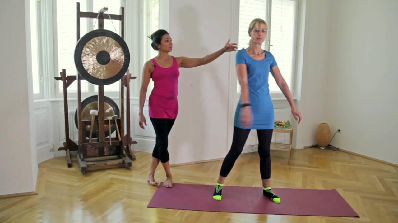 arme schlenkern yoga f r zuhause youtube. Black Bedroom Furniture Sets. Home Design Ideas