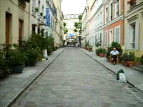 Walking down Rue Crémieux (the aspect corrected at approx 20 secs)
