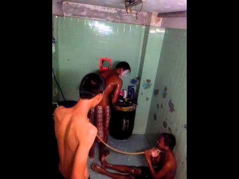 แอบถ่ายนักเรียนอาบน้ำ