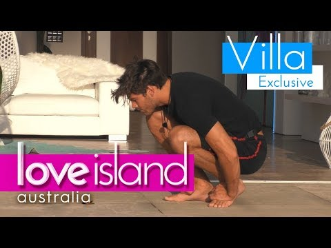 Justin makes friends with a 'butterfly' | Love Island Australia 2018