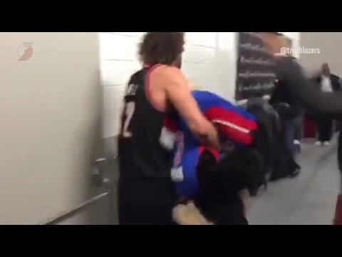 Robin Lopez Carries Hooper Upside Down In Detroit