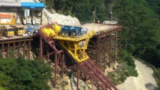 大型建設機械がおもちゃのよう 岐阜 観光 徳山ダム 超大型建造物 thumbnail