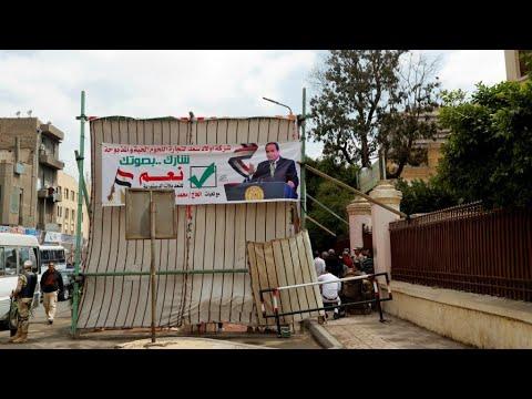 المصريون يصوتون في استفتاء على تعديلات دستورية تمدد ولاية السيسي حتى 2030  - نشر قبل 2 ساعة