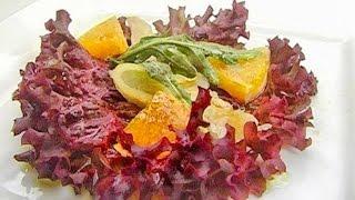 Салат с копченой треской и апельсином.