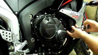 Gambar cover How to Install No Cut FrameSliders on a 07 CBR600RR