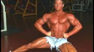 Download lagu Oklahoma bodybuilder Marcus Wade poses MP3