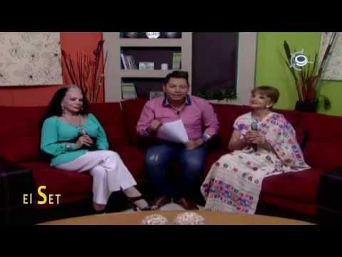El set- La visita de Ana Luisa Peluffo y Yolanda Montez «Tongolele» invitando al gran homenaje.