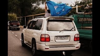 Уйгурская свадьба в Алматы - с флагами очень красиво получилось! Гордость зашкаливает!