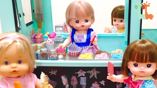 メルちゃんとアイスクリーム屋さんのワゴンカーで遊びました。 小物がた...
