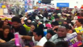 Craziest Customers Caught On Camera Causing Chaos: The BLACK FRIDAY Special Edition!(, 2018-11-23T21:35:00.000Z)