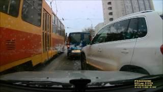 Водитель Volkswagen Tiguan скрылся с места ДТП на 8 марта